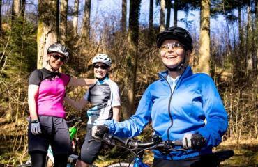 Einsteigerinnen-Bike-Fahrtechnik-Kurs-2-4-by-Swiss-Bike-Tours