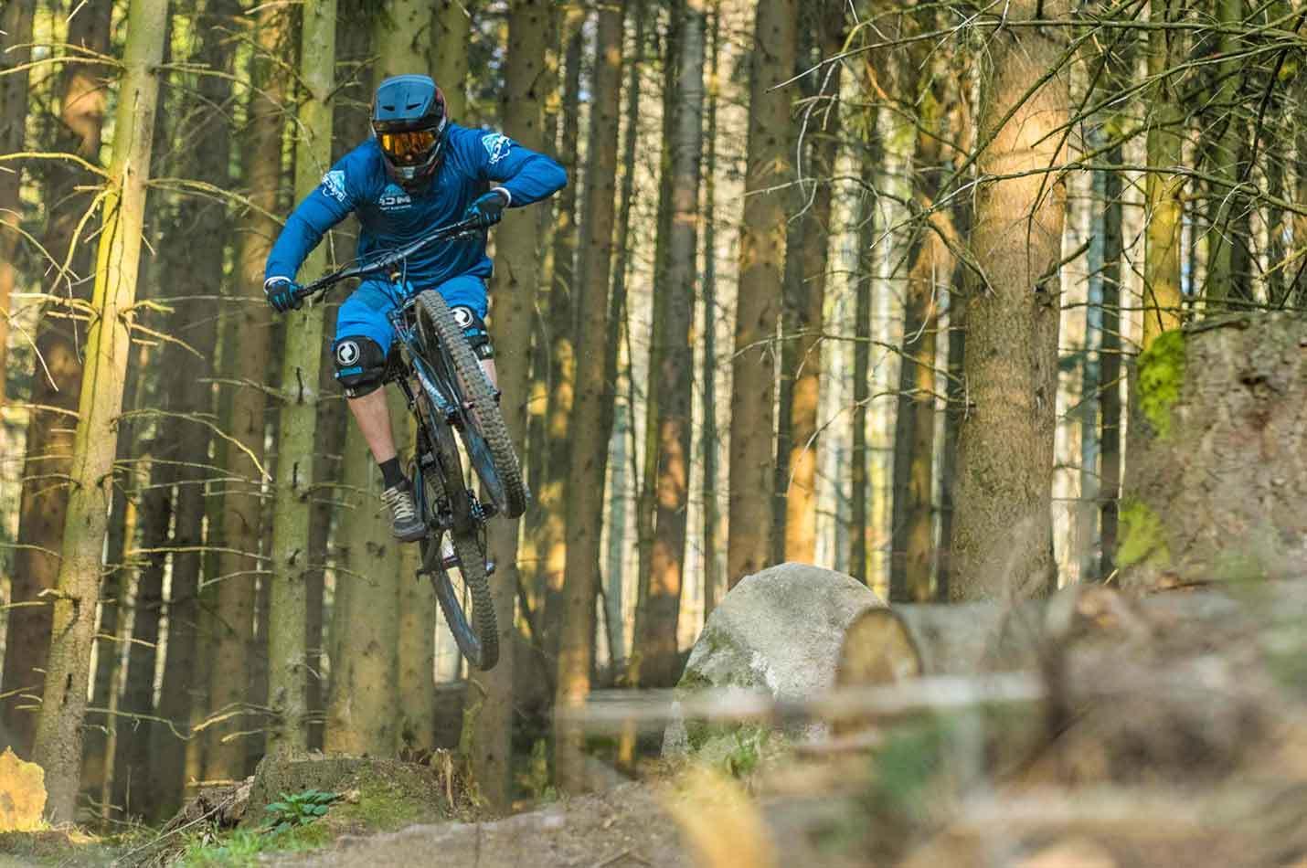 Freeride Wochenende im Elsass Biker beim Springen