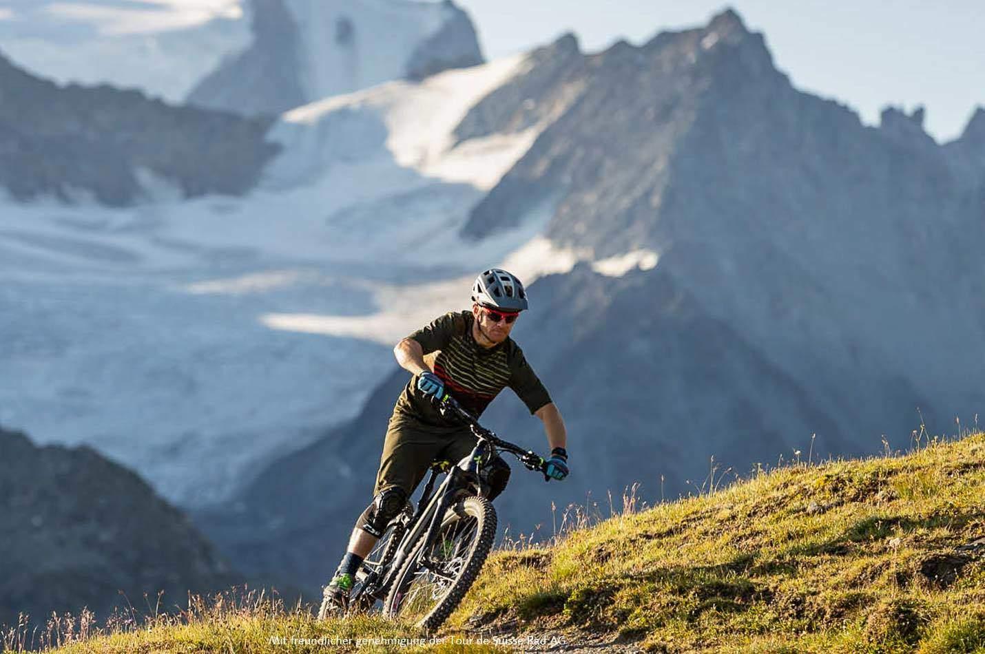 E-Bike Wallis Woche by Swiss Bike Tours mit E-Biker auf TDS E-MTB