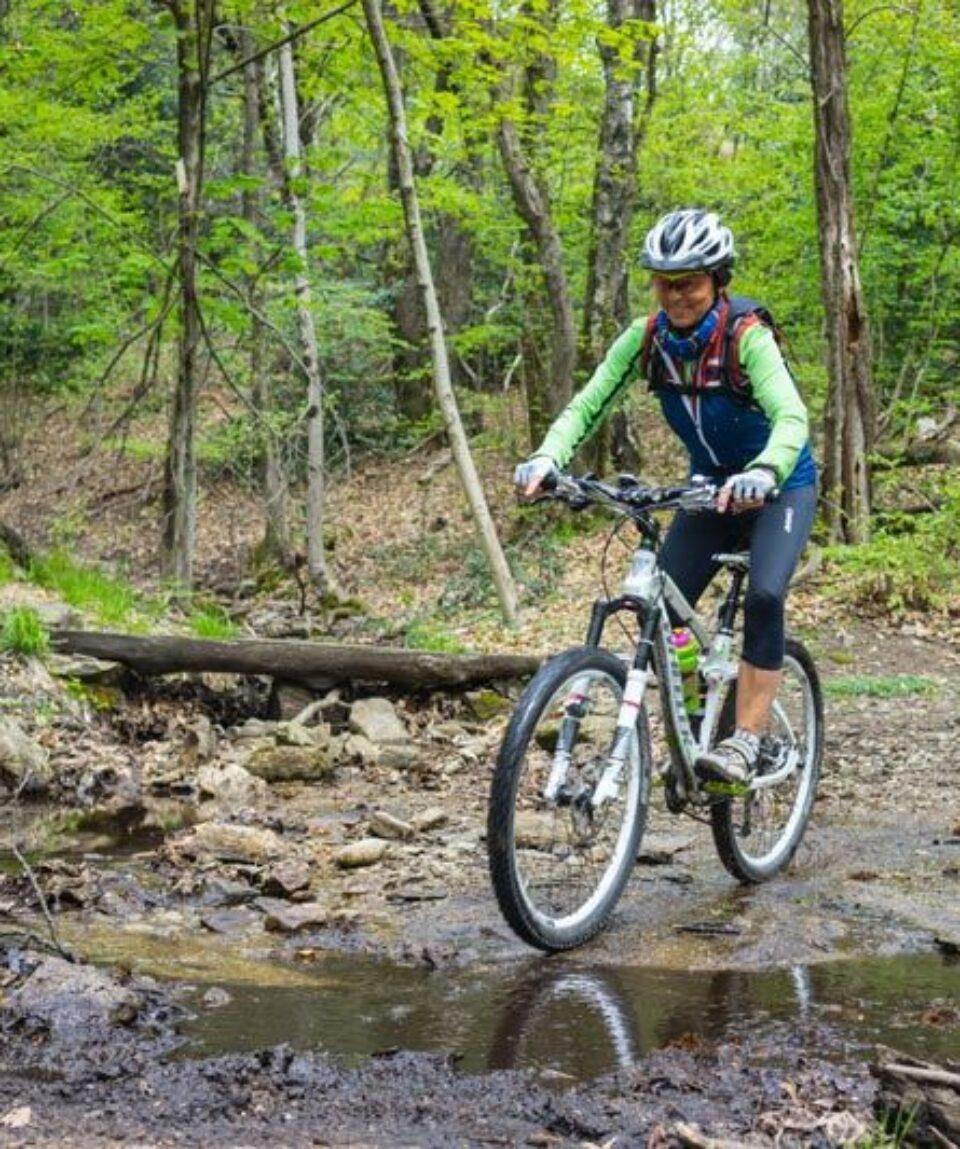 Ladies-Singletrail-Classes-3-4-by-Swiss-Bike-Tours