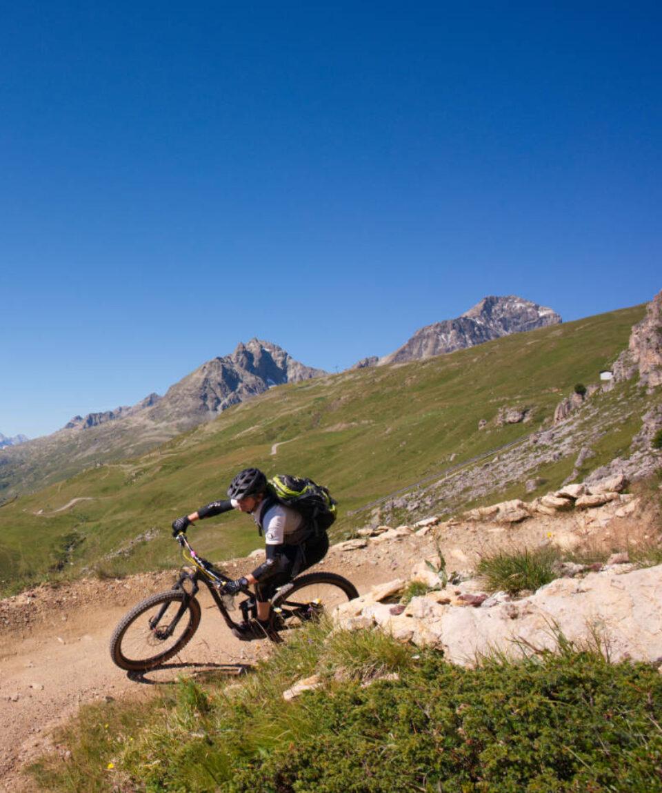 Biker auf Enduro Trail