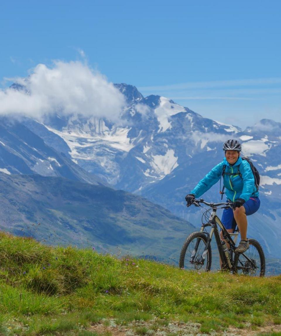 Wallis-Engadin-Tessin-1-2-by-Swiss-Bike-Tours